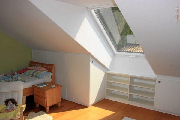 Schreinerei Freymark Freiburg Dachschräge Kniestock Stauraum Kinderzimmer