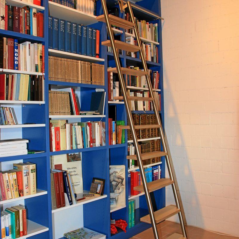 Schreinerei Freymark Freiburg - Bücherregal mit Leiter