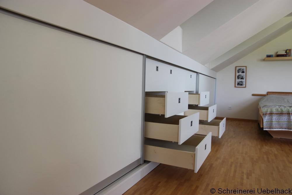 Schreinerei Freymark Freiburg - Schiebetüren und Schubladen in der Dachschräge