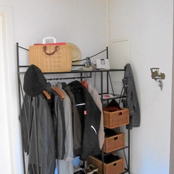 Garderobe VORHER