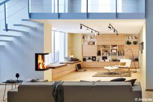 Wohnzimmer mit Schrankwand in Buche und viel Stauraum